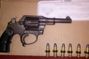 Detienen a tres sujetos con diversas dosis de droga y un arma de fuego_1